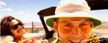Johnny Depp mit Hut, Sonnenbrille und Zigarette im Auto in Fear and Loathing in Las Vegas