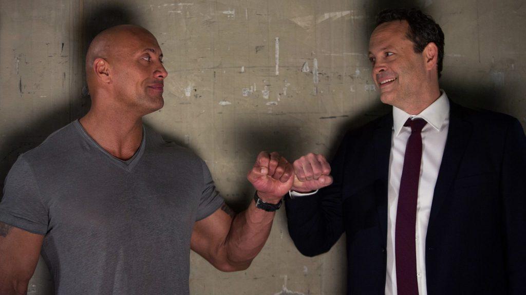 Dwayne The Rock Johnson und Vince Vaughn geben sich die Faust