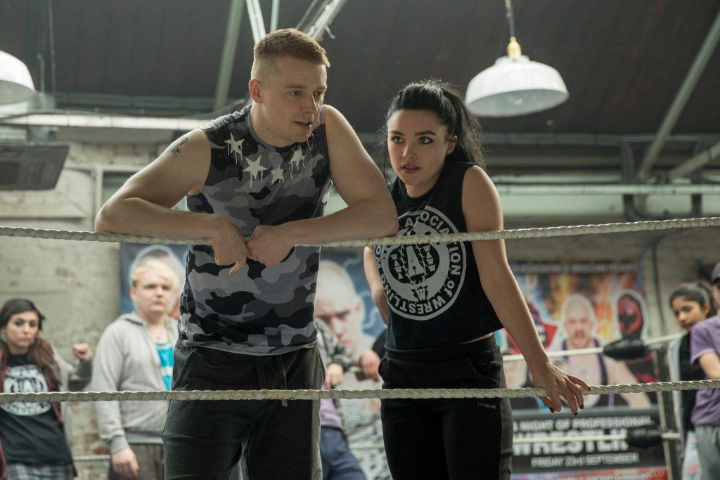 Zak und Saraya stehen gemeinsam im Ring