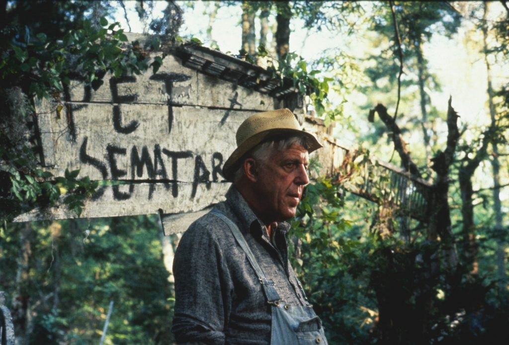 """Jud Crandall (Fred Gwynne) in Friedhof der Kuscheltiere (1989). """"Friedhof der Kuscheltiere"""", erhältlich auf DVD, Bluray & 4K (© Paramount Pictures)"""