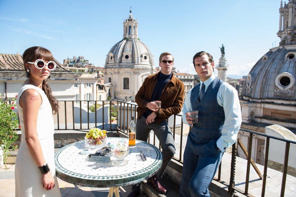 Alicia Vikander, Armie Hammer und Henry Cavill halten ein Frühstück auf einer Dachterasse ab in Codename U.N.C.L.E - Neu bei Prime im Juni 2021