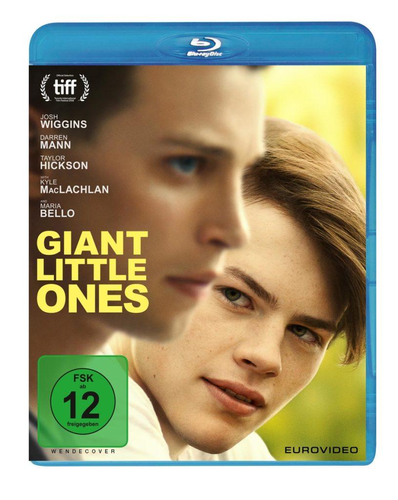 Die Blu-ray zu Giant Little Ones, auf der die beiden Hauptfiguren Franky (Josh Wiggins) und Ballas (Darren Mann) in Nahaufnahme zu sehen sind © EuroVideo