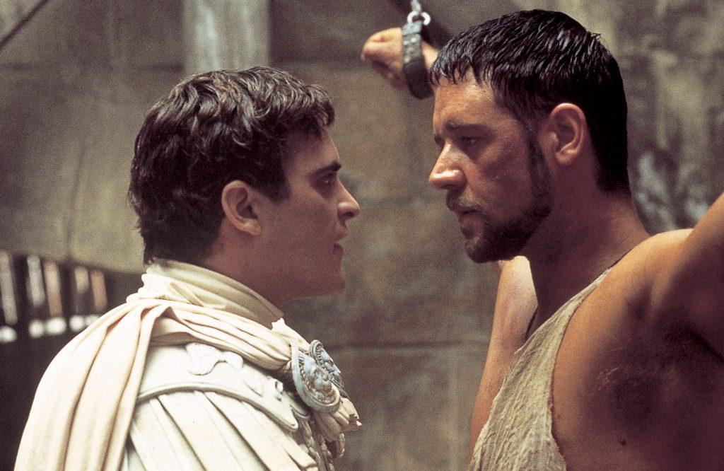 Kaiser und Commodus steht dem gefangenen Maximus im Kerker gegenüber, Gladiator