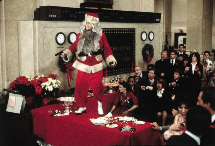 Besoffener Weihnachtsmann mit Knarre; Louis ist tief gefallen © Universal Pictures