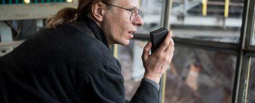 Während der Arbeit hat Gundermann genug Zeit, um sich neue Texte auszudenken © Foto: Peter Hartwig / Pandora Film