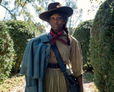 Harriet Turbman (Cynthia Erivo) wird mit ihrem ikonischen Hut als der mysteriöse Moses bekannt und zum wichtigen Sinnbild der Sklavenbefreiung.