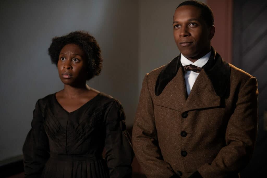 Harriet Turbman steht hier neben William Still, mit dessen Hilfe sie in Harriet - Der Weg in die Freiheit für die Befreiung der Sklaven kämpft.