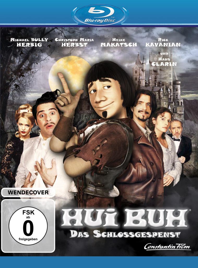 """Das Blu-ray-Cover zu Hui Buh - Das Schlossgespenst zeigt den als Gespenst animierten Michael """"Bully"""" Herbig schelmisch lächelnd, im Hintergrund sind weitere Filmcharaktere und das Schloss vor dem Nachthimmel zu sehen."""
