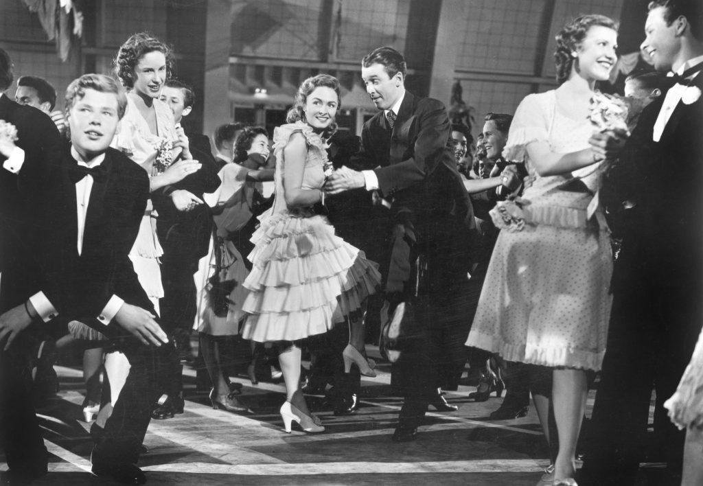 """George (James Stewart) und Mary (Donna Reed) tanzend in """"Ist das Leben nicht schön?"""""""
