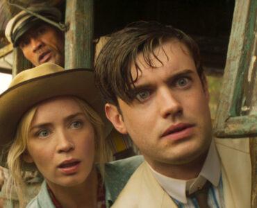 Lily und McGregor schauen sehr überrascht aus dem Boot in Jungle Cruise.