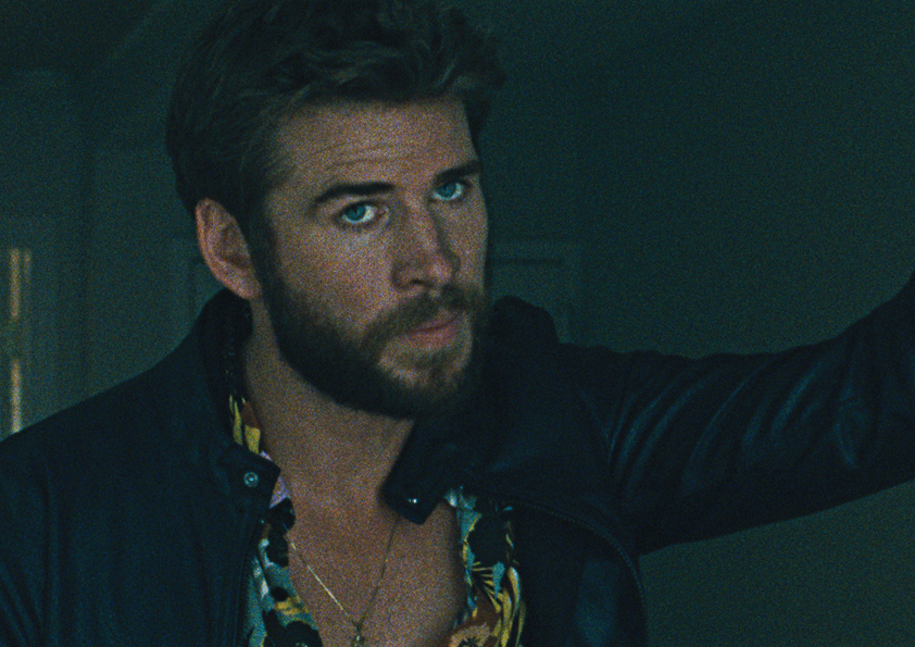 Liam Hemsworth posiert in Killerman