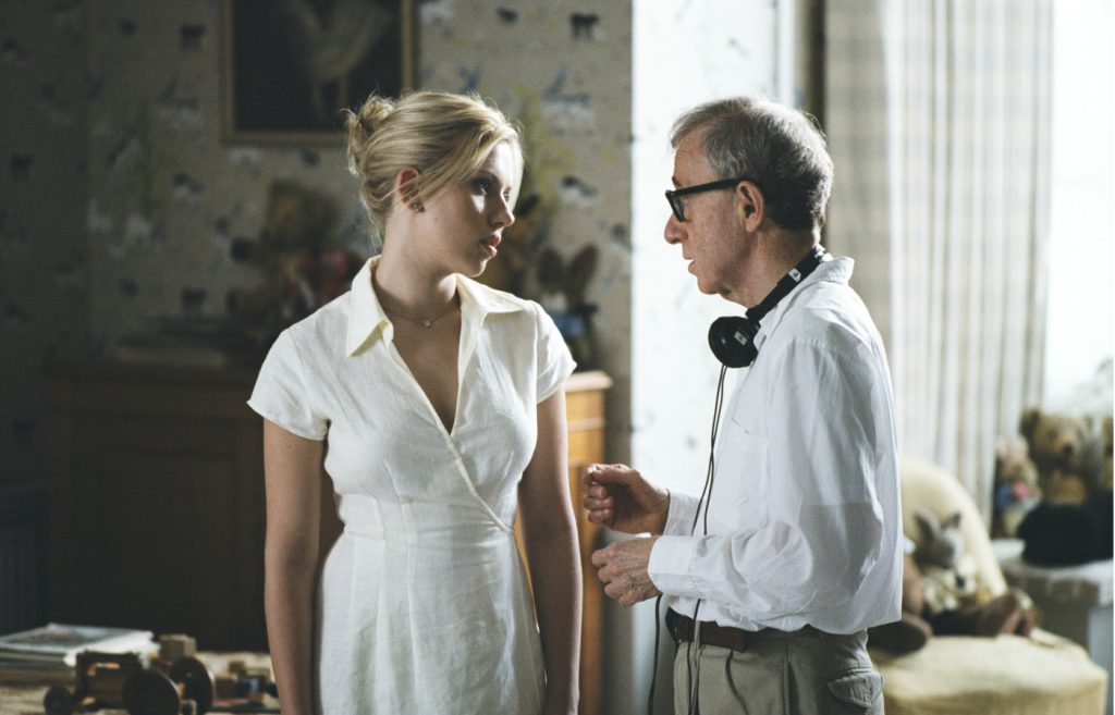 Regisseur Woody Allen im Gespräch mit Scarlett Johansson am Set von Match Point