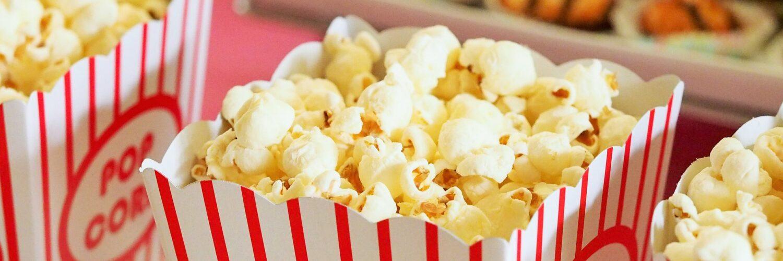 Der Filmtoast-Platzhalter für (Kino-)Filme zeigt eine Reihe von gefüllten Popcorn-Tüten. Für den Film wurden leider keine Bilder bereit gestellt.