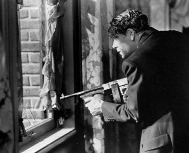 Tony schießt in Scarface (1932) aus dem Fenster