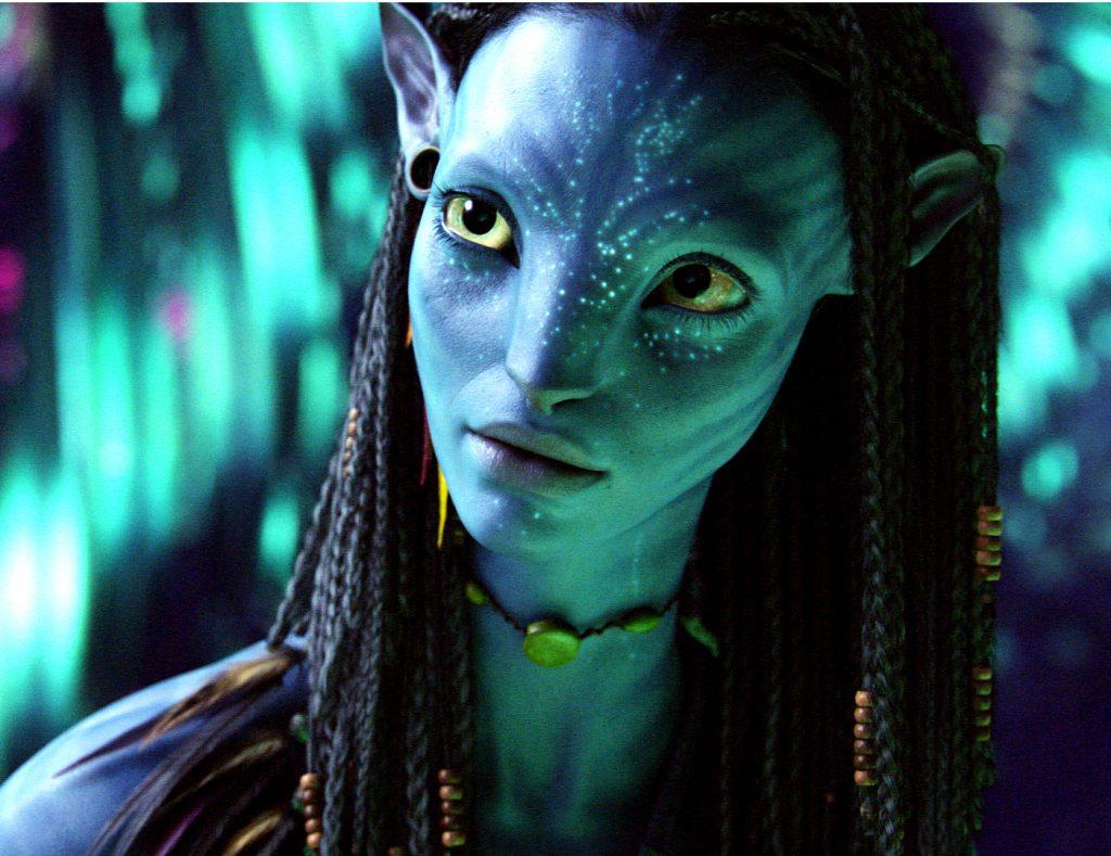 Neytiris neugieriger Blick, als sie in Avatar - Aufbruch nach Pandora zum ersten Mal auf Jake Sully trifft. © 2017 Twentieth Century Fox Home Entertainment