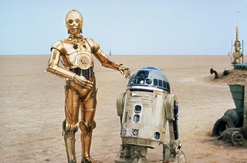 C3P0 und R2D2 gemeinsam in der Wüste von Tatooine