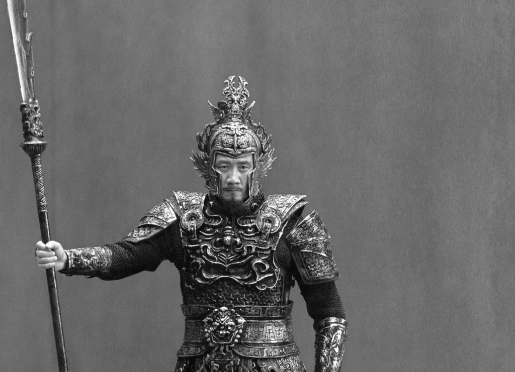 Yang Cang steht kampfbereit im Regen, Shadow ©Constantin Film