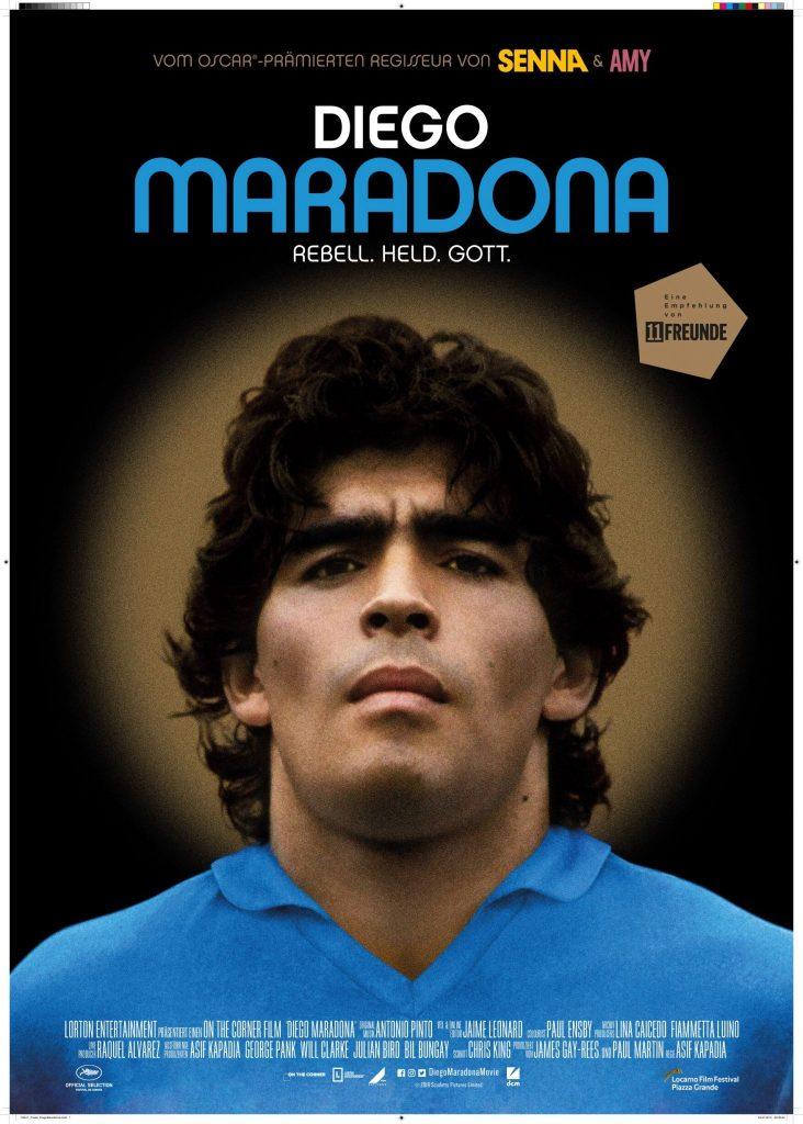 Diego Maradona schaut angespannt in die Kamera, hinter ihm eine Art Heiligenschein