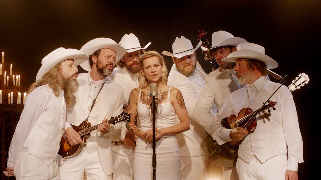 Die Bluegrass-Band ist stellt gleichermaßen engsten Familien- und Freundeskreis dar. | THE BROKEN CIRCLE © Menuet Films / Pandora Film Verleih, 2012