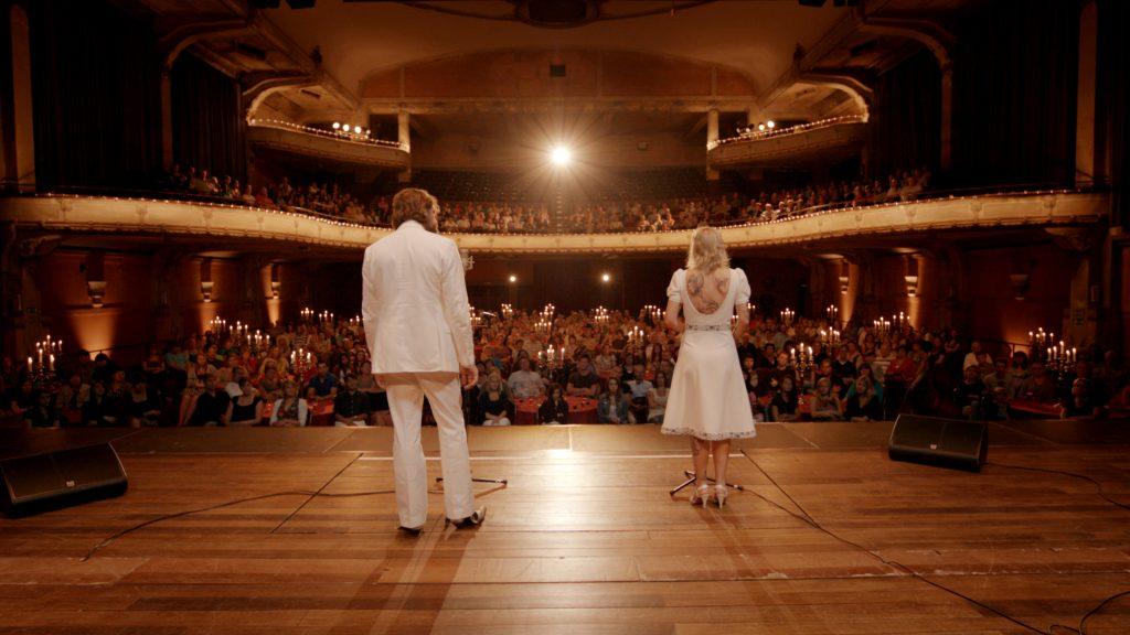 ...macht die zunehmende Entfremdung der beiden auch vor Bühnenauftritten nicht halt. | THE BROKEN CIRCLE © Menuet Films / Pandora Film Verleih, 2012