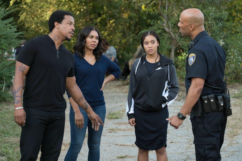 Die Familie und Carlos reden miteinander © 2019 Twentieth Century Fox Home Entertainment