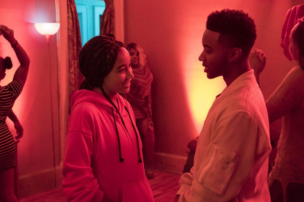 Zwei Freunde treffen sich wieder auf einer Party © 2019 Twentieth Century Fox Home Entertainment