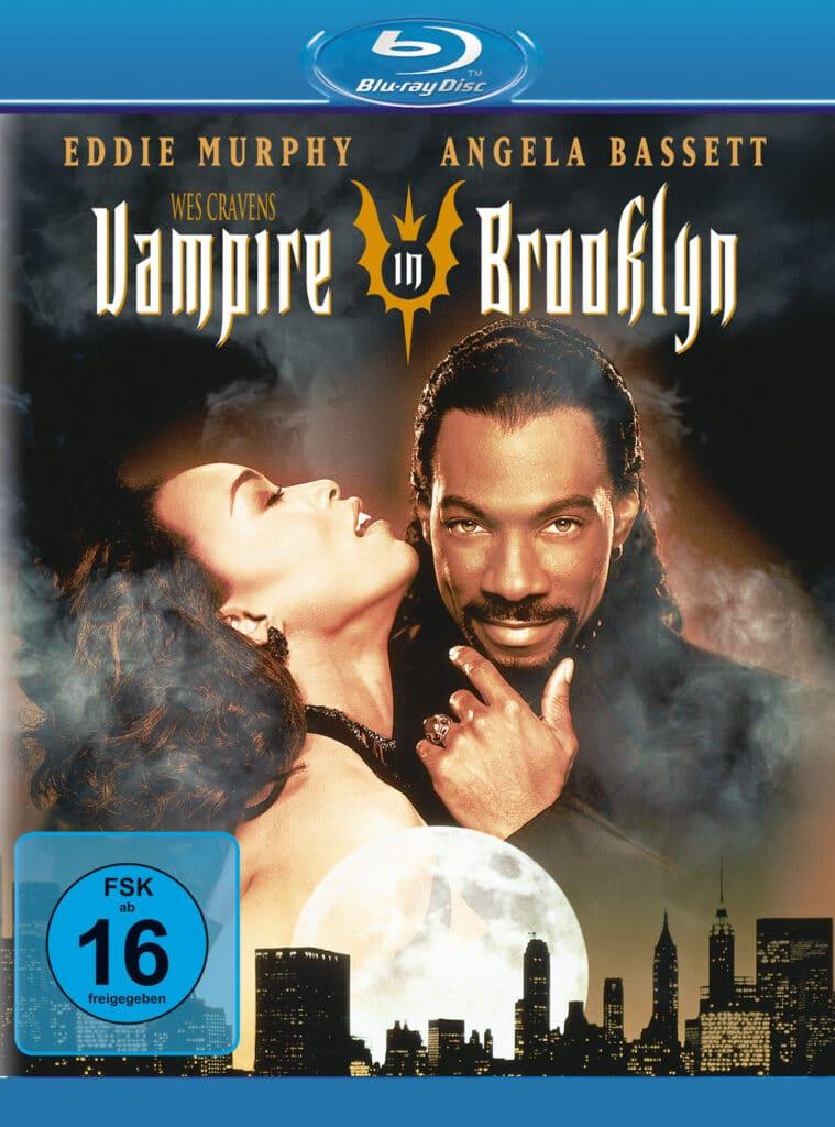 Ein verschmitz dreinblickender Eddie Murphy und eine hingebungsvolle Angela Bassett auf dem Cover von Vampire in Brooklyn